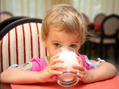 Шокирующая правда: что продают в России под видом молока