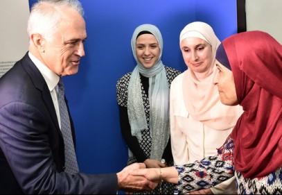 Премьер-министр нанес исторический визит мусульманам