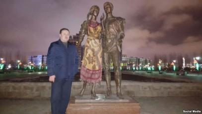 Житель Казахстана прикрыл обнаженную «бесстыдницу» в парке