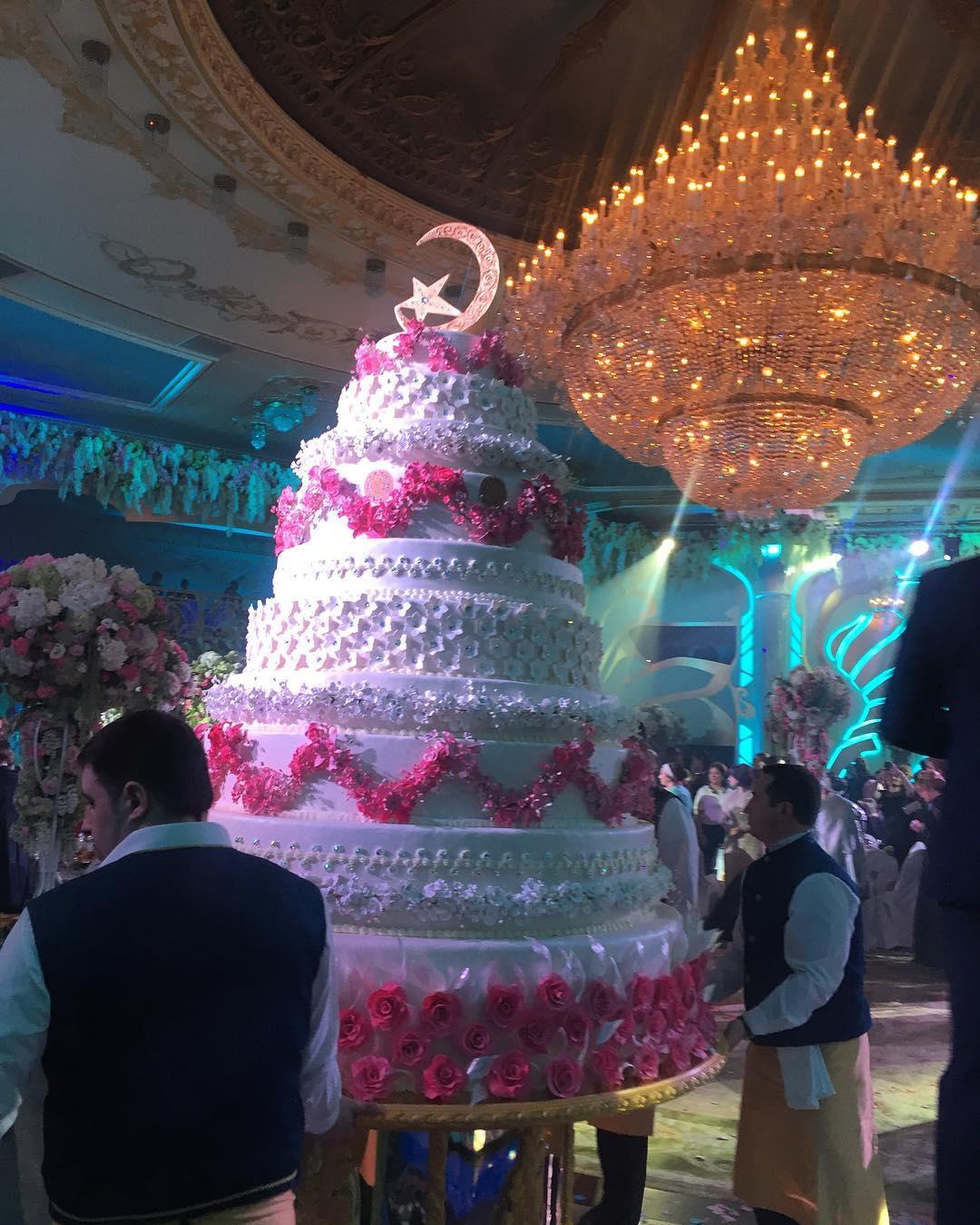 читать больше фото со свадьбы гуцериева звезда производит настоящий