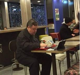 Всеволод Чаплин обвинил «околоцерковные» круги в скандале с гамбургером