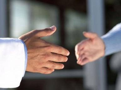 «Школьные страсти»: жать ли руку учительнице?