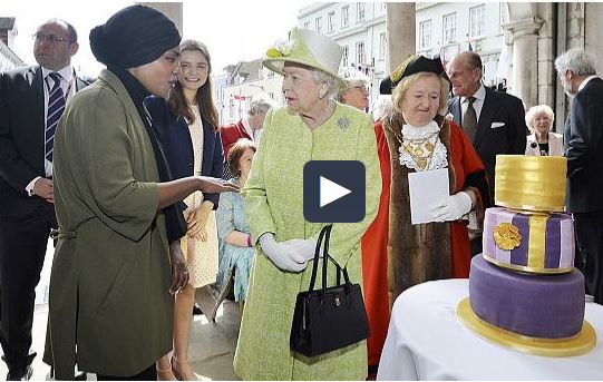 Королева Великобритании поблагодарила мусульманку за торт (ВИДЕО)