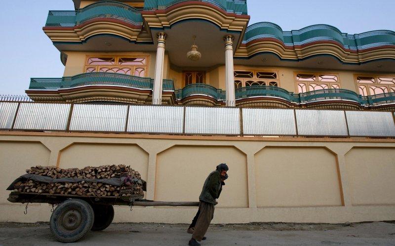 Роскошные виллы и итальянские козы: как США восстанавливают Афганистан