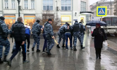 Силовики скрутили активистов «СтопХама» за наклейку на свой автобус
