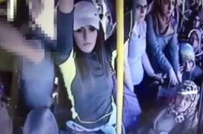 Турчанки избили сексуального маньяка в автобусе (ВИДЕО)