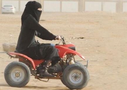 Призыв саудийки к властям вызвал бурные дебаты