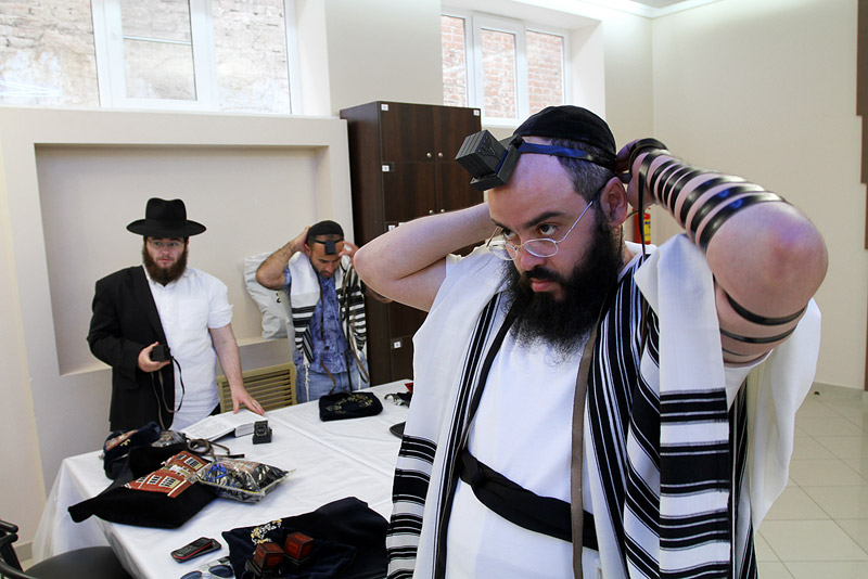 В регионах находят место для синагог, а для мечетей — нет