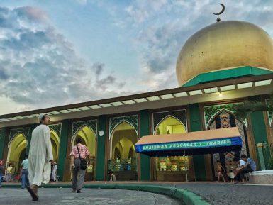 """""""Исламская деревня"""" в неисламском государстве"""