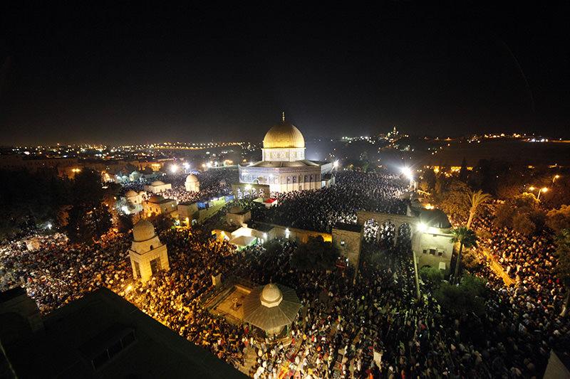 Мусульмане встречают одну из самых великих ночей