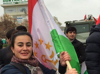 В Таджикистане экстренно изымают из продажи национальные флаги — почему?