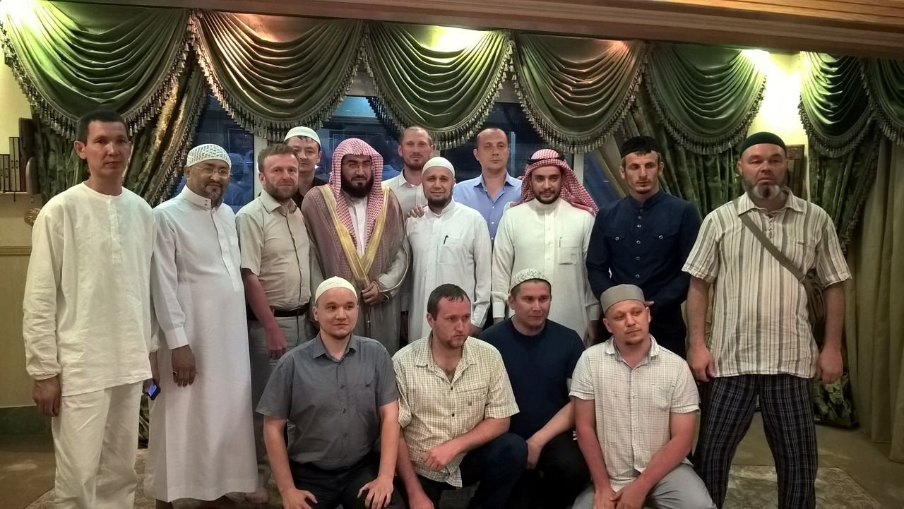 Имам Заповедной мечети с гостями из России
