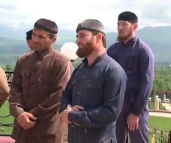 В Чечне щедро одарили имамов