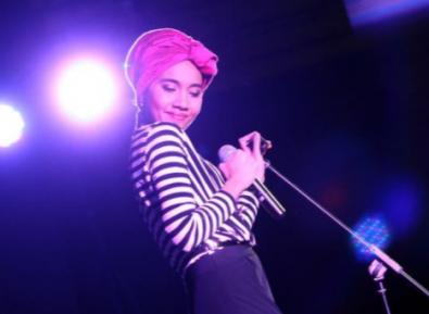 Певица: «Не просите меня снять хиджаб»