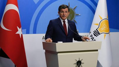 Уходящий в отставку премьер Турции остался верен Мевляне