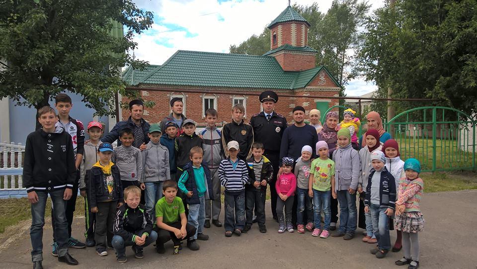 Дети на встрече с сотрудником полиции