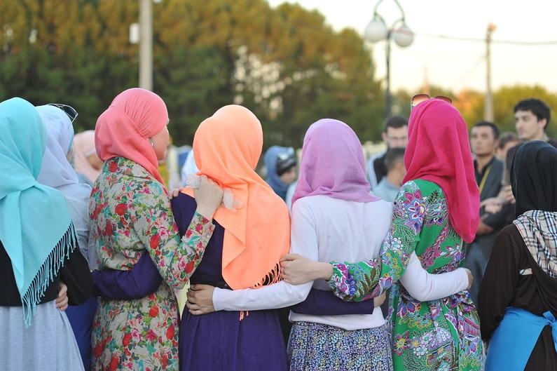 Молодежь затусила в Шатре Рамадана