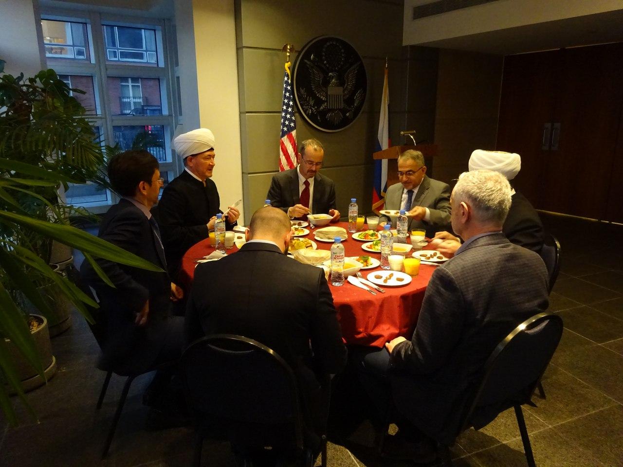 Трапеза разговения в посольстве США