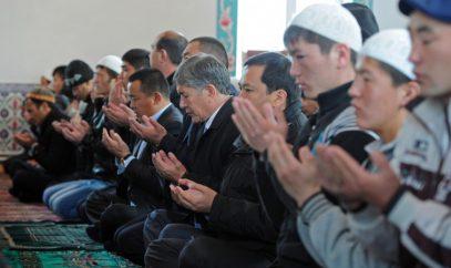 В Киргизии разработан законопроект о продлении перерыва на обед ради пятничного намаза