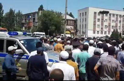Смена имама в Махачкале сопровождалась выстрелом (ВИДЕО)