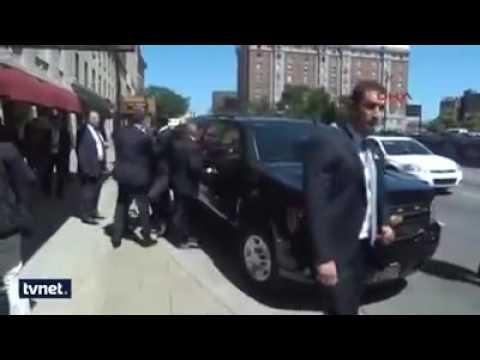 Машина Эрдогана в окружении спецагентов