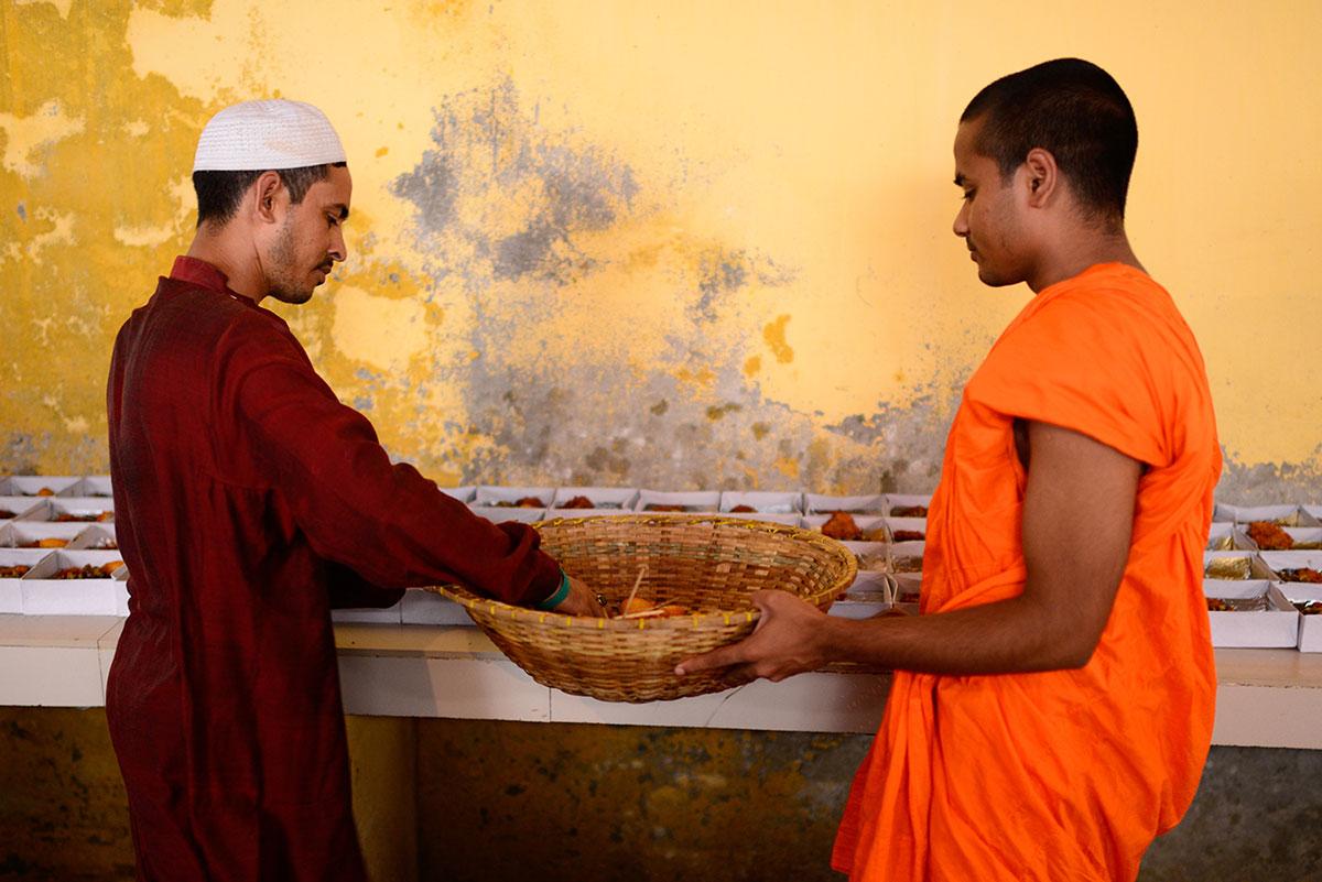 Что устроили буддисты мусульманам в Рамадан?