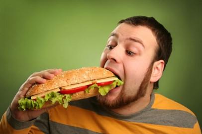 Мусульман призвали перечислить нуждающимся деньги за несъеденый ими обед