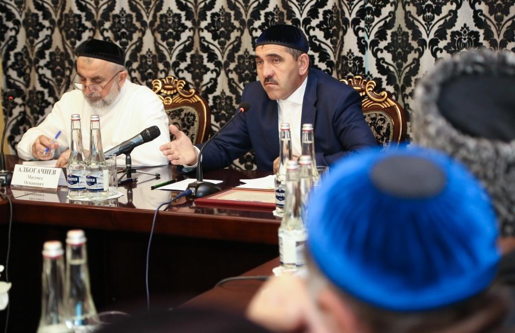 Глава Ингушетии встретился с известными религиозными деятелями