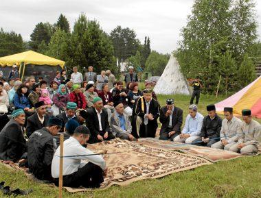 Сибирские татары просят не устанавливать оскорбительного памятника (ВИДЕО)