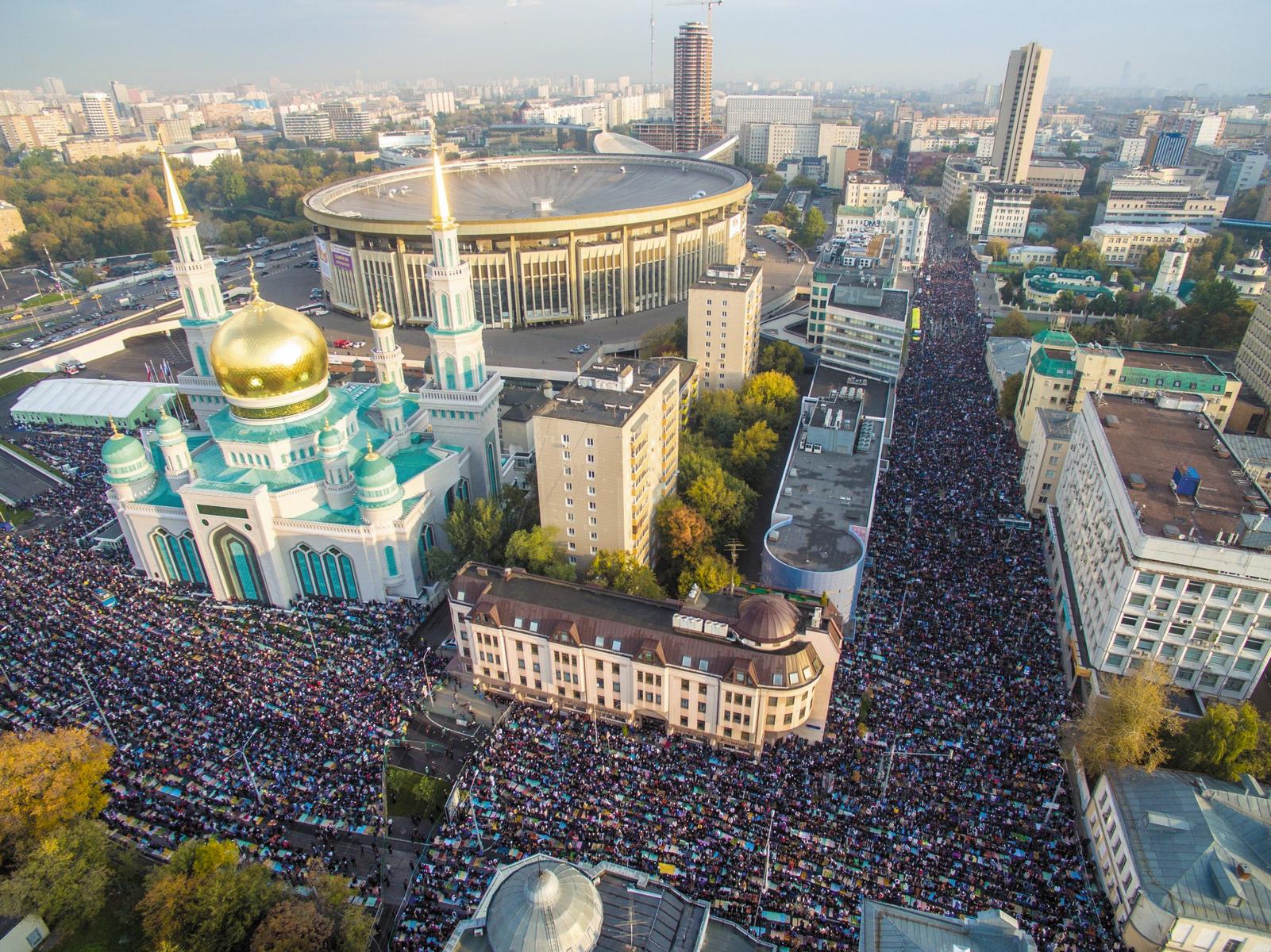 Где в Москве можно совершить коллективный праздничный намаз