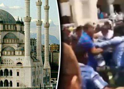 Момент, когда в мечеть ворвался смертник с бомбой (ВИДЕО)