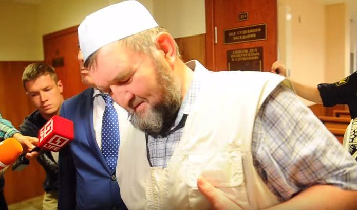 Махмуд Велитов в здании суда