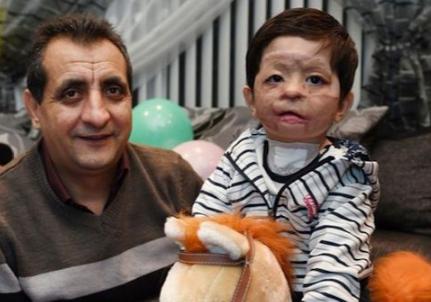 Мухаммад Судайс со своим дядей