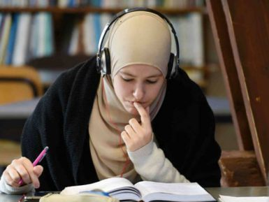 Адвокат в хиджабе вызвала агрессию у судей