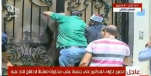 Экс-муфтий благополучно скрылся за воротами мечети