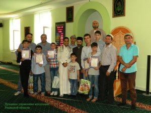 Awarding_of_students_1-Награждение учеников 2016.08