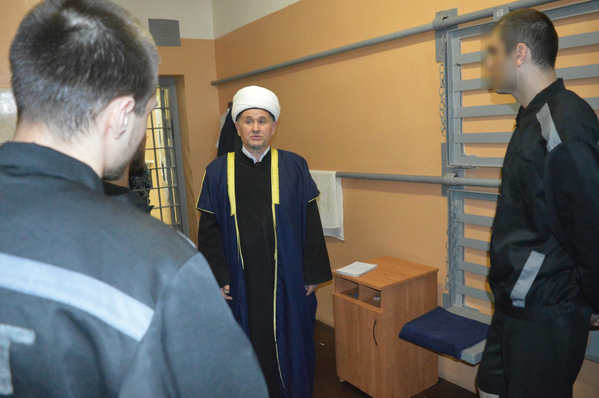 Муфтий с заключенными