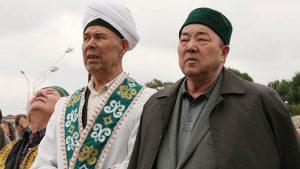 Глава ДУМ РБ Нурмухамет Нигматулин (слева)