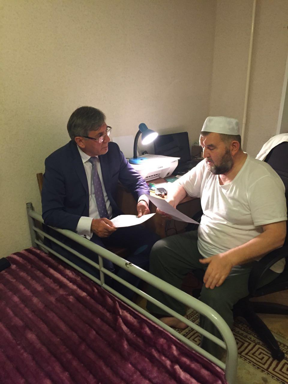 Встреча имама Велитова со своим адвокатом Дагиром Хасавовым