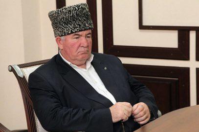 Муфтий Бердиев призвал студенток покрывать голову, несмотря на запреты ректоров