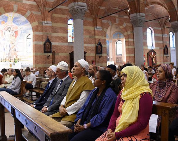 Мусульмане в католическом храме