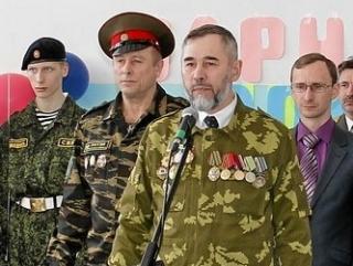 Фатых Гарифуллин (в центре) давно занимается патриотическим воспитанием