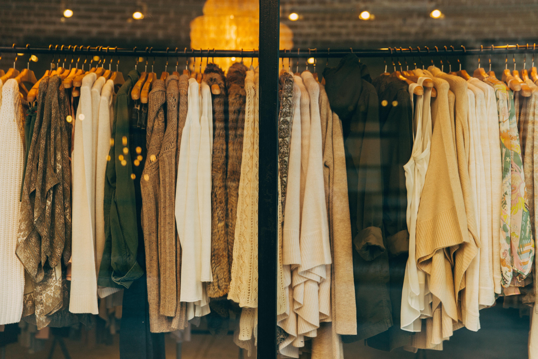 Преимущества заказа женской одежды в интернет-бутиках