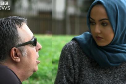 Что сделала мусульманка с мужчиной, перебившим ее на телешоу (ВИДЕО)