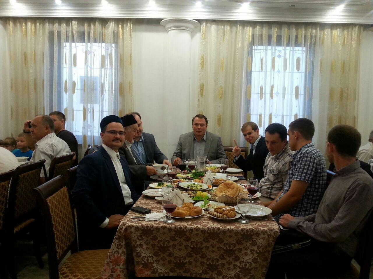 Петр Толстой с представителями мусульманской общины ЮВАО