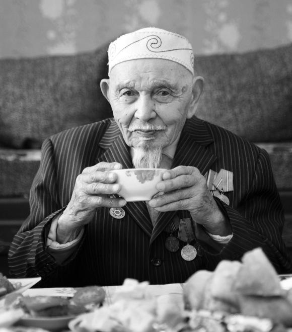 Будучи мусульманином, Капкен абый не пил ничего крепче чая, что спасло ему жизнь во время войны