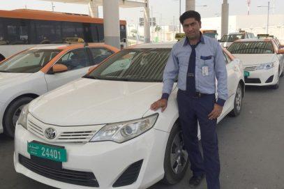 Таксист в ОАЭ вернул $500 000 своему пассажиру