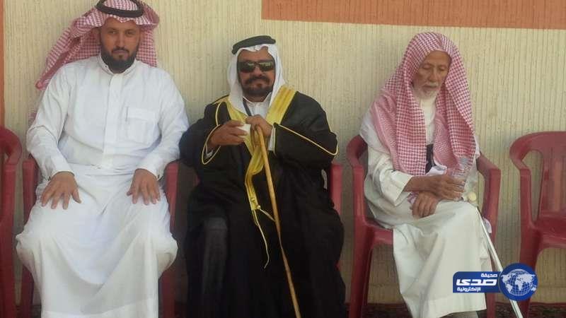 Салем аль-Шахрани (в центре)