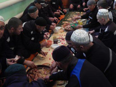 Заключенные сунниты и шииты отпраздновали Курбан-байрам