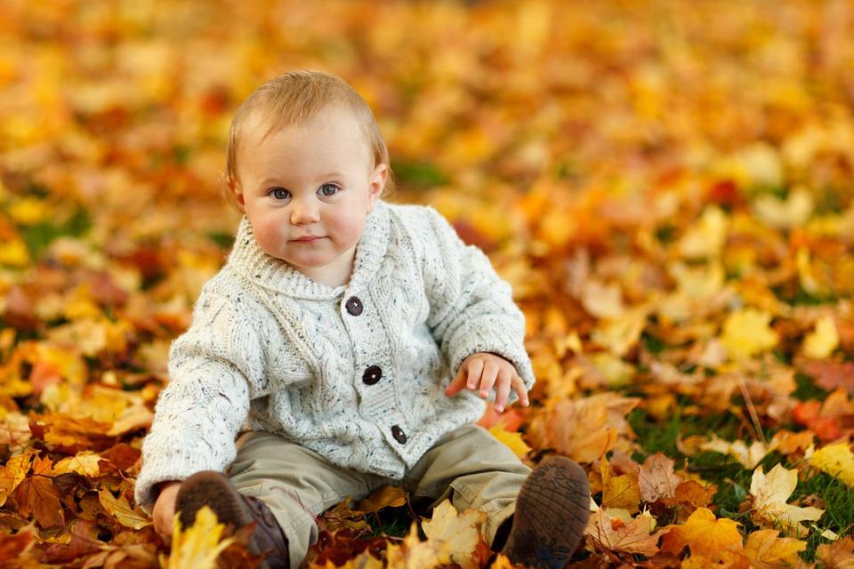 Выбор одежды для девочки на осень